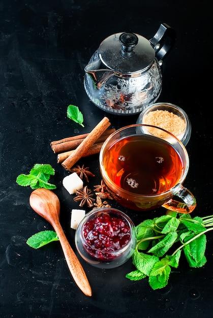 Hot tea with mint, lemon, mint and raspberry jam Premium Photo