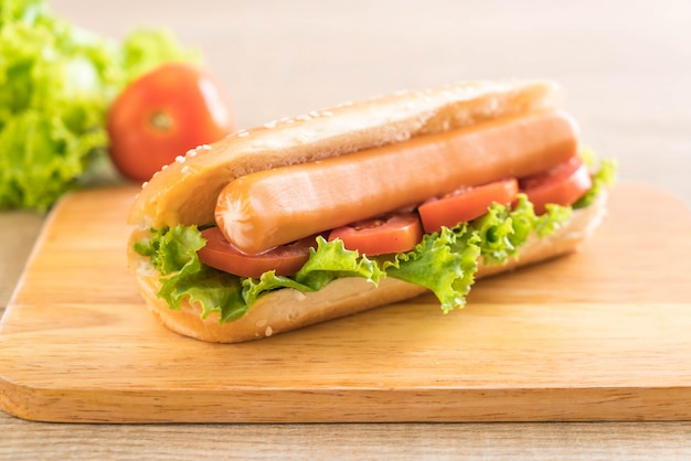 Hotdog with sausage and tomato Premium Photo