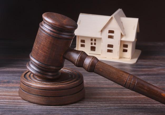 House auction Premium Photo