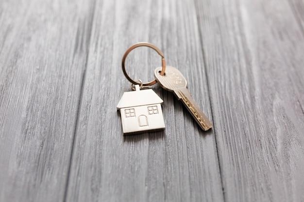 House figurine and key on table Premium Photo