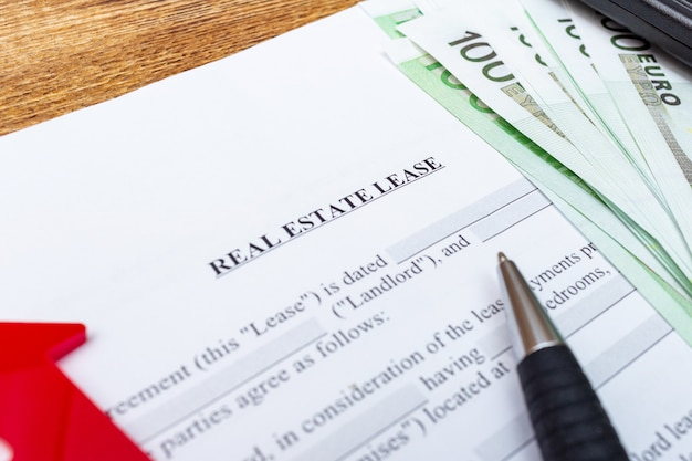 House, home, property, real estate lease rental contract agreement pen money Premium Photo