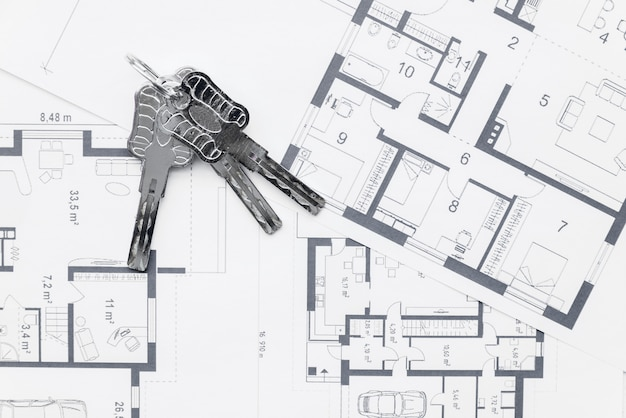 House keys on architectural blueprints plans Free Photo