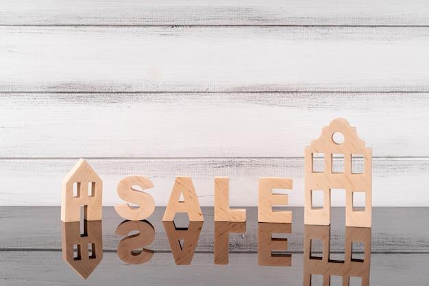 家のミニチュアと販売のレタリング 無料写真