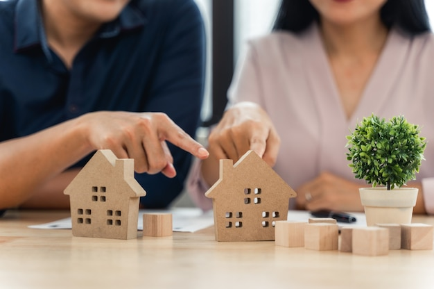 House model with customer contract to buy the house Premium Photo