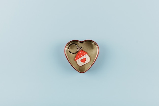 House shaped keychain with red heart Premium Photo