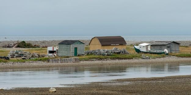 Houses along the coast, parson's pond, gros morne national park, newfoundland and labrador, canada Premium Photo