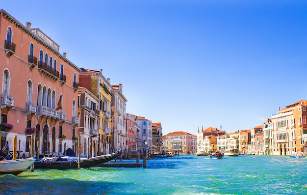 Houses on the grand canal in venice Premium Photo