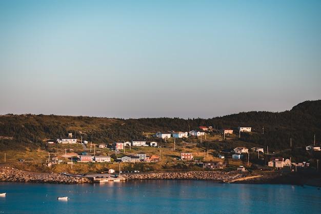 海の近くの住宅街 無料写真