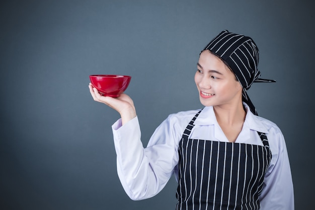 A housewife holding an empty plate with food Free Photo