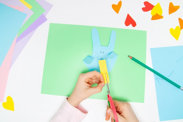 How to make paper bunny for easter greetings and fun. Premium Photo