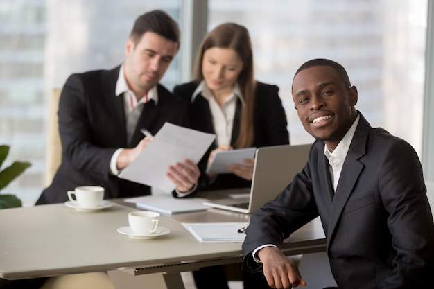 Hr managers reading resume of black job applicant Free Photo