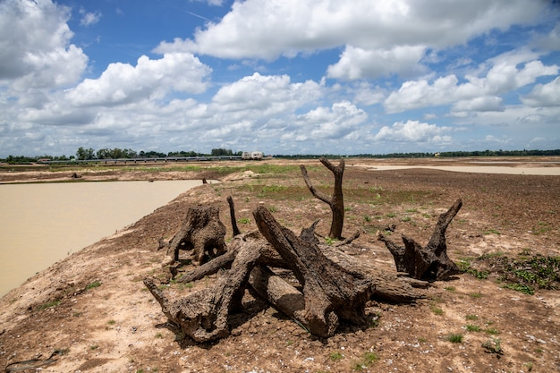 Huay saneng reservoir Premium Photo