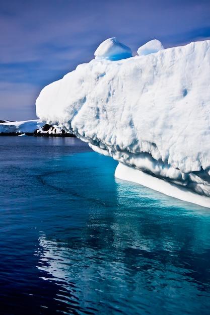 Huge iceberg in antarctica Premium Photo