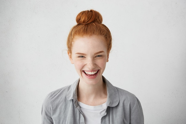 Human facial expressions, emotions, feelings, reaction and attitude. cheerful redhead european girl with freckles laughing happily Free Photo