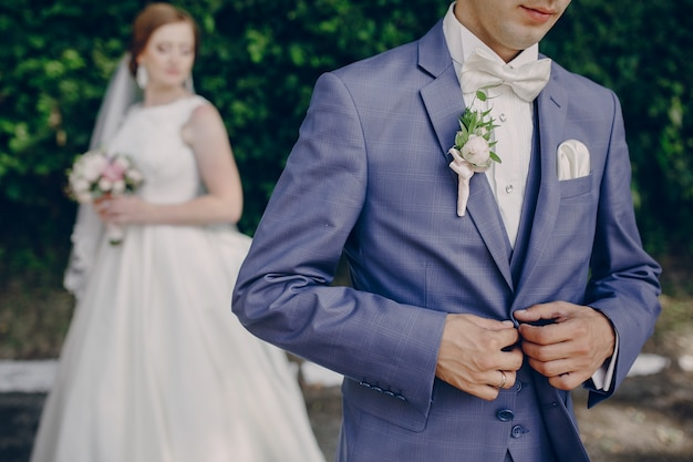 Husband clasping the suit Free Photo