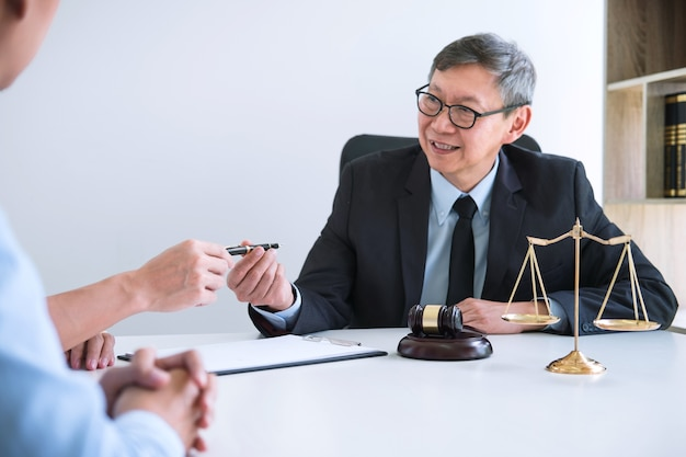 Husband and wife during divorce process Premium Photo