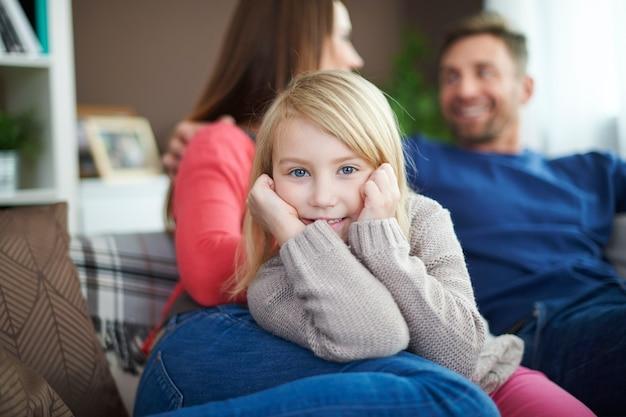 彼らは私だけのことを考えているので、私は家族の時間が大好きです 無料写真