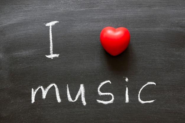 学校の黒板に手書きの音楽フレーズが大好き Premium写真