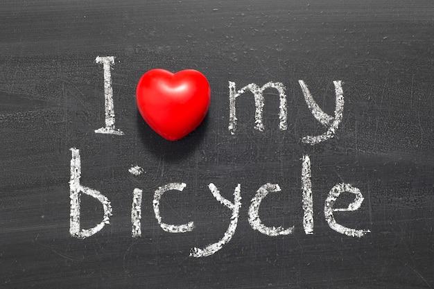 学校の黒板に手書きの自転車のフレーズが大好きです Premium写真