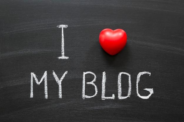 学校の黒板に手書きされたブログが大好きです Premium写真