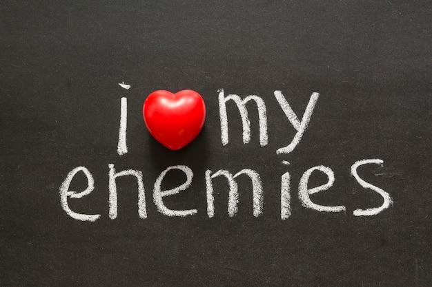 黒板に手書きされた敵のフレーズが大好きです Premium写真