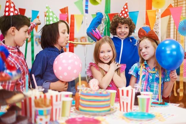 誕生日会でとても嬉しいです 無料写真