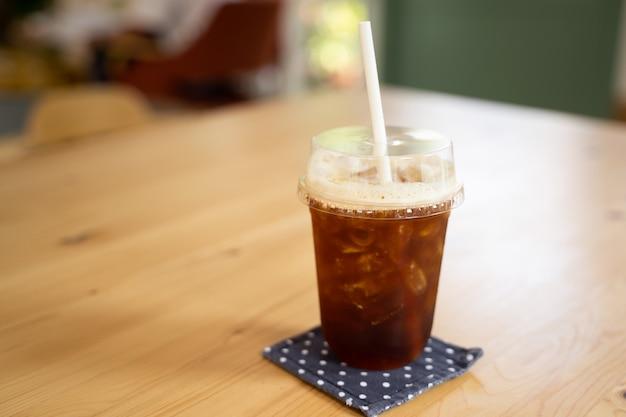 テーブルの上のアイスコーヒー Premium写真