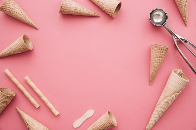 Ice cream concept with cones and copyspace  in middle Free Photo