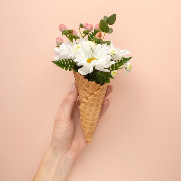 꽃과 아이스크림 콘 무료 사진