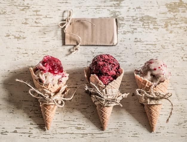 ワッフルコーンのアイスクリーム 無料写真
