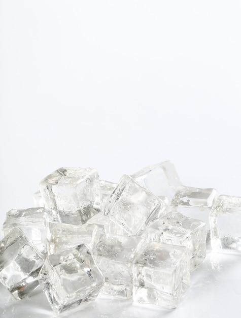 Cubetti di ghiaccio con copyspace Foto Gratuite