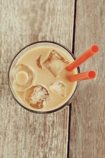 Ледяной латте с кофейными зернами Бесплатные Фотографии