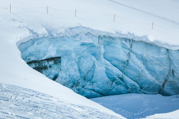 Ice wall in the alps mountains austria. near the ski resort pitztaler gletscher Premium Photo