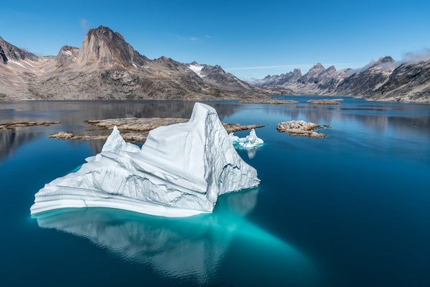 グリーンランドの海の氷山 無料写真