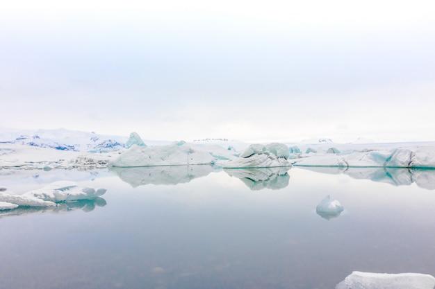 Icebergs in glacier lagoon, iceland Premium Photo