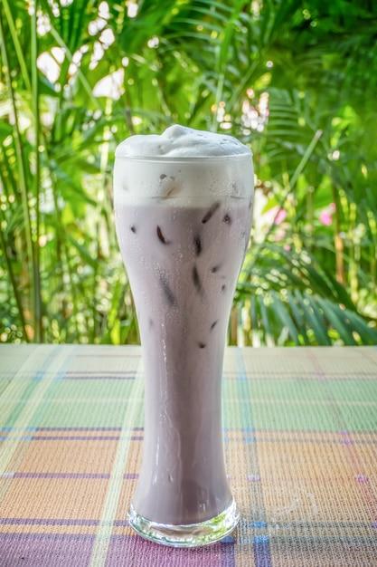 Замороженное пурпурное сладкое картофельное молоко Premium Фотографии