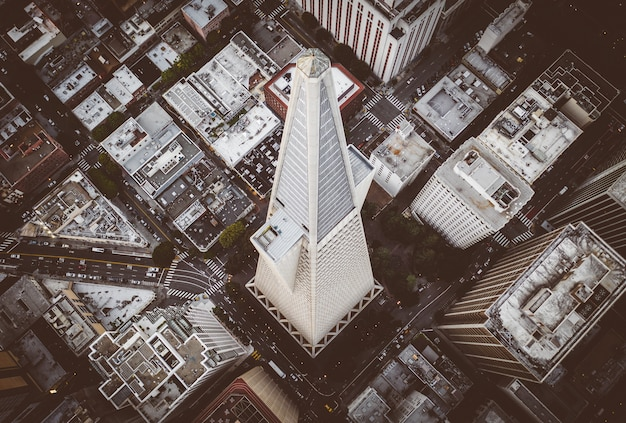 Iconic transamerica pyramid building in san francisco downtown Free Photo