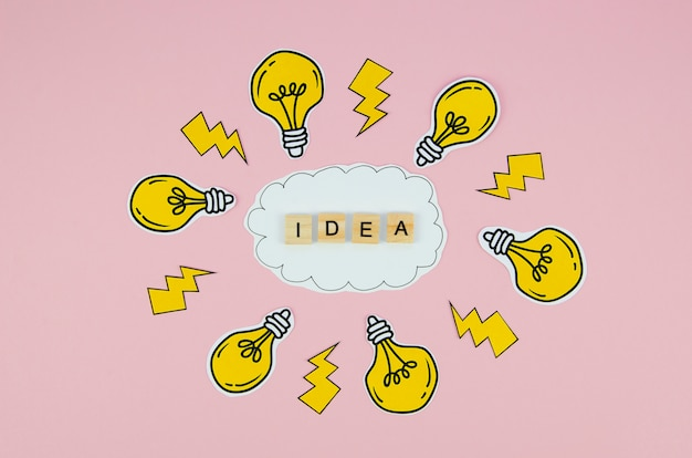 Idea text in scrabbles letter and light bulbs on pink background Free Photo