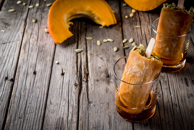 Ideas for autumn dishes from pumpkins. treats for a thanksgiving party, halloween. Premium Photo