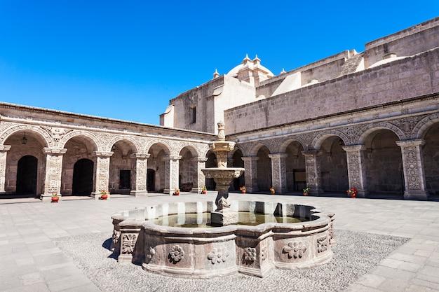 Iglesia de compania in arequipa in peru Premium Photo