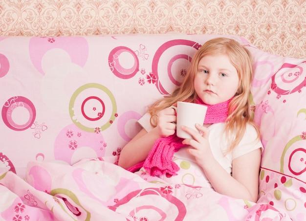 Больная девочка Premium Фотографии