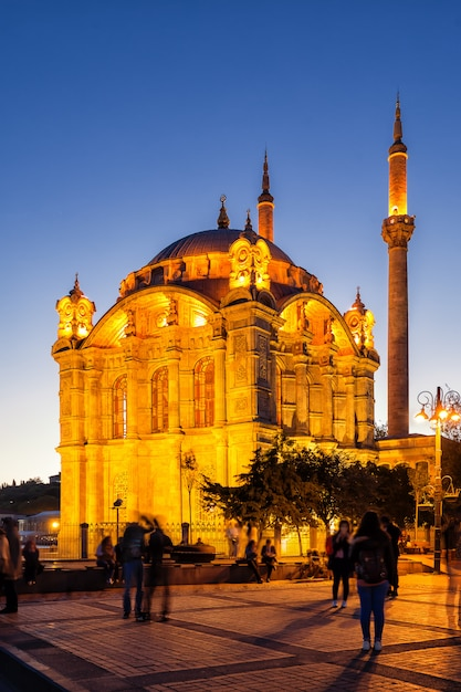 Illuminated by the ortakoy mosque in istanbul at night Premium Photo