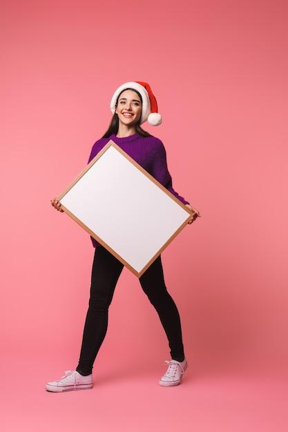 핑크 Copyspace 빈 들고 이상 격리 포즈 아름 다운 행복 한 젊은 감정적 인 여자의 이미지. 프리미엄 사진