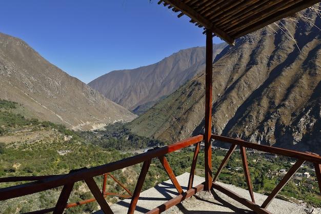 サンジェロニモデスルコ地区の高さの視点からの印象的な眺め。 Premium写真