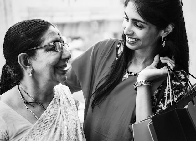 Indian Family Enjoying Shopping Together Photo Premium Download
