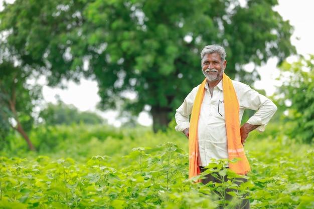 Indian farmer at cotton field , india Premium Photo