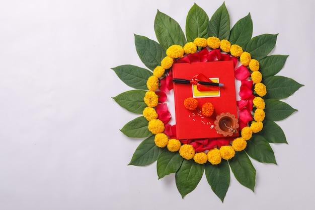 インドの祭典ディワリ祭お祝い、レッド会計ノートとdiya Premium写真