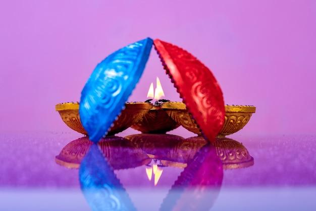 Индийский фестиваль дивали, лампа дивали Premium Фотографии