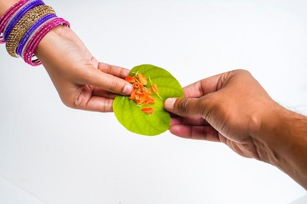 Indian festival dussehra, green apta leaf in hand Premium Photo