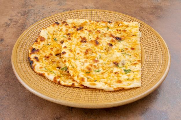 Indian healthy cuisine garlic bread or garlic naan Premium Photo
